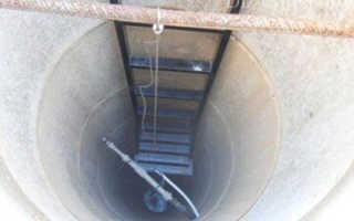 Лестницы для колодцев – виды, материалы и способы установки