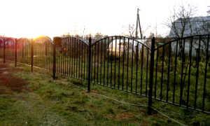 Металлический забор своими руками: как сделать?